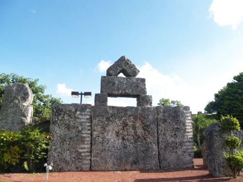 30 short ton (54,000 lb.) stone at Coral Castle, Florida (click to enlarge)